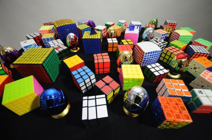 Miért szeretik a Rubik játékokat?