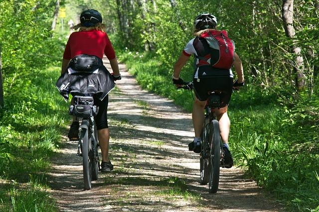 Kerékpárok és kerékpáros tartozékok